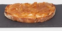 Tosta de Rulo de Cabra con Cebolla Caramelizada.
